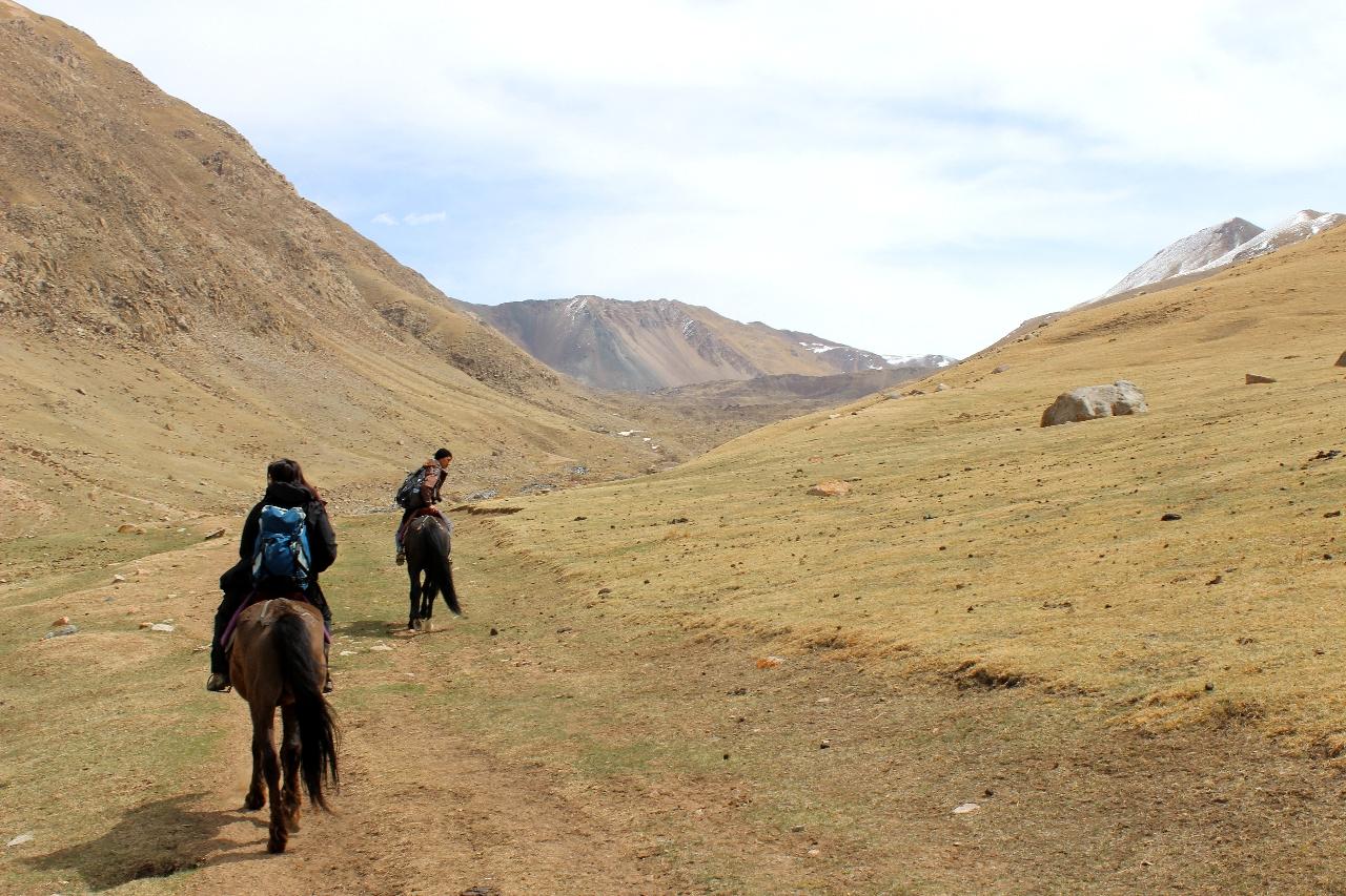 Salita a cavallo verso il lago Kol-u-kok